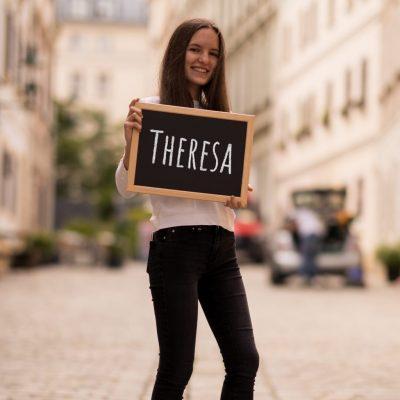 TheresaEMitSchrift